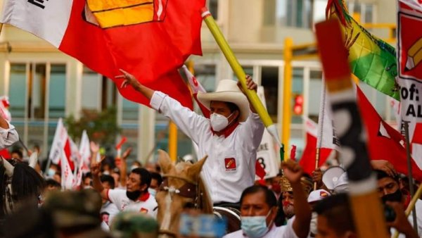 ¿Quién es Pedro Castillo, el candidato que encabeza las elecciones del 11A?